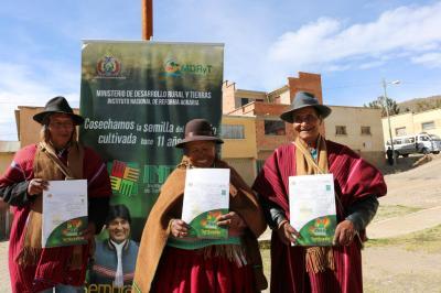 Resultado de imagen para EN BOLIVIA SE ENTREGARON TÍTULOS